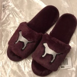 New in bag Pink burgundy dog fuzzy slippers 7-8
